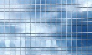办公楼玻璃墙反射摄影图片