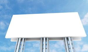 蓝天下的户外广告牌摄影图片