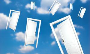 白色大门飘舞创意设计高清图片