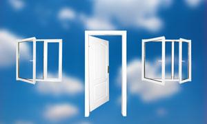 房门窗户与模糊背景图片