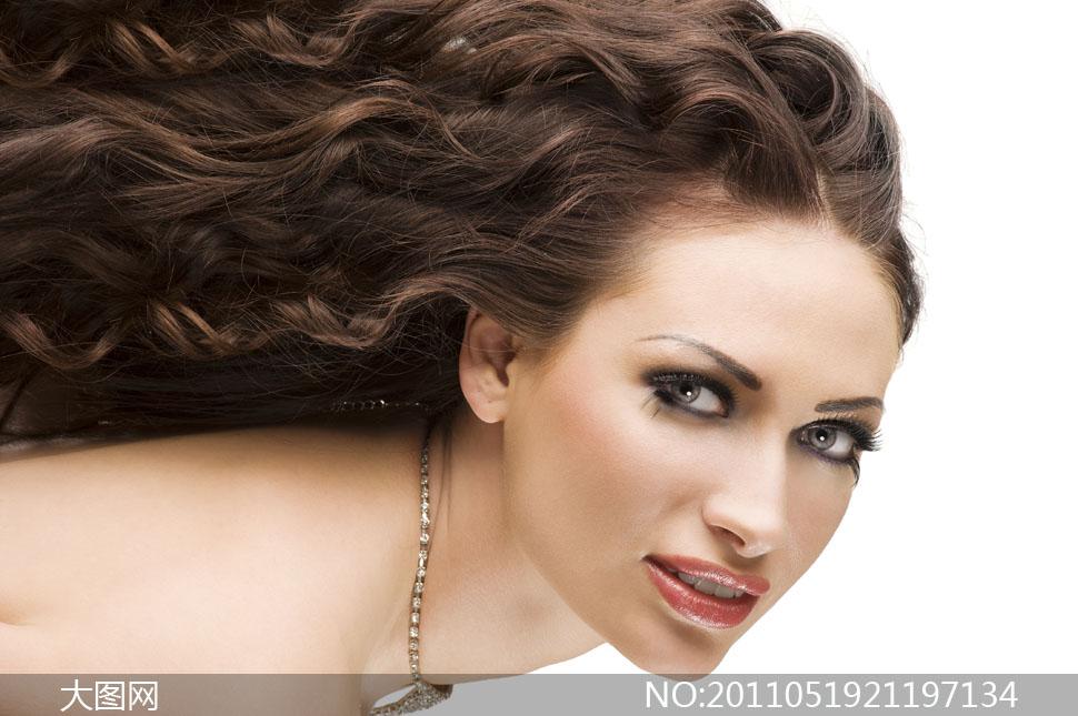 美女图片使用人物高清摄影图片发型情趣卷曲三环图片