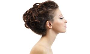 美女盘头发型侧面高清摄影图片