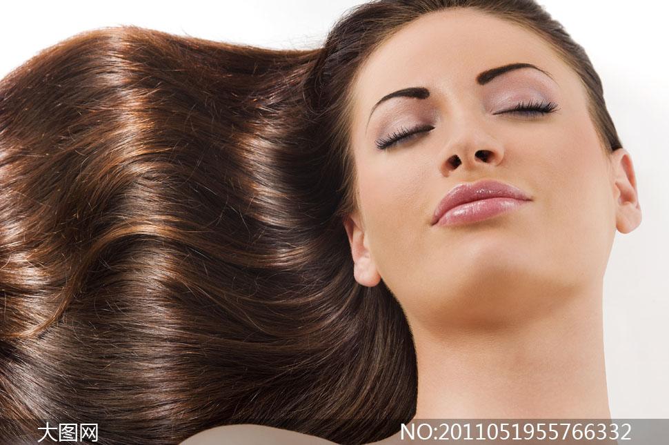 美女女性女人头发发型美发长发柔顺躺着光泽shutters
