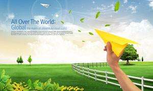 放飞纸飞机与大树篱笆PSD分层素材