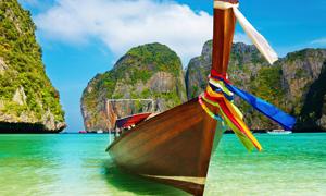 海水彩色布条木船与峡谷高清摄影图片