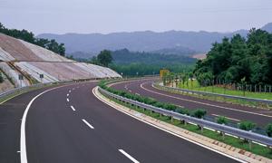 高速公路与大山摄影高清图片