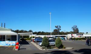 高速公路服务区场景高清摄影图片