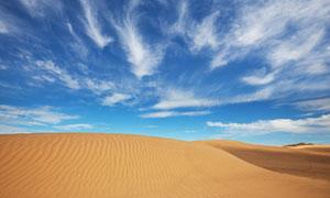 蓝天白云沙漠高清摄影图片