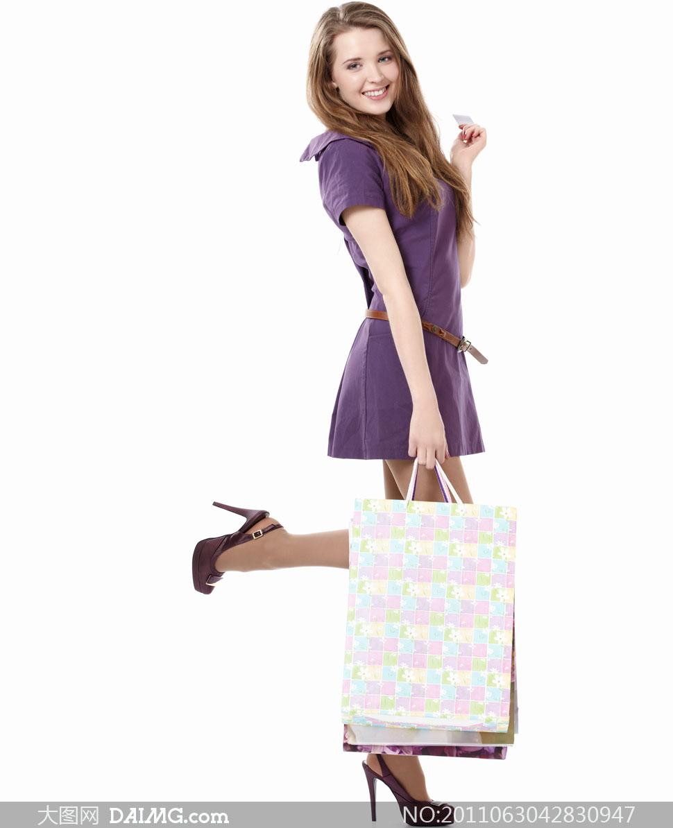 手拎购物袋的美女人物高清摄影图片