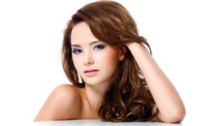 抚摸头发的美女人物高清摄影图片