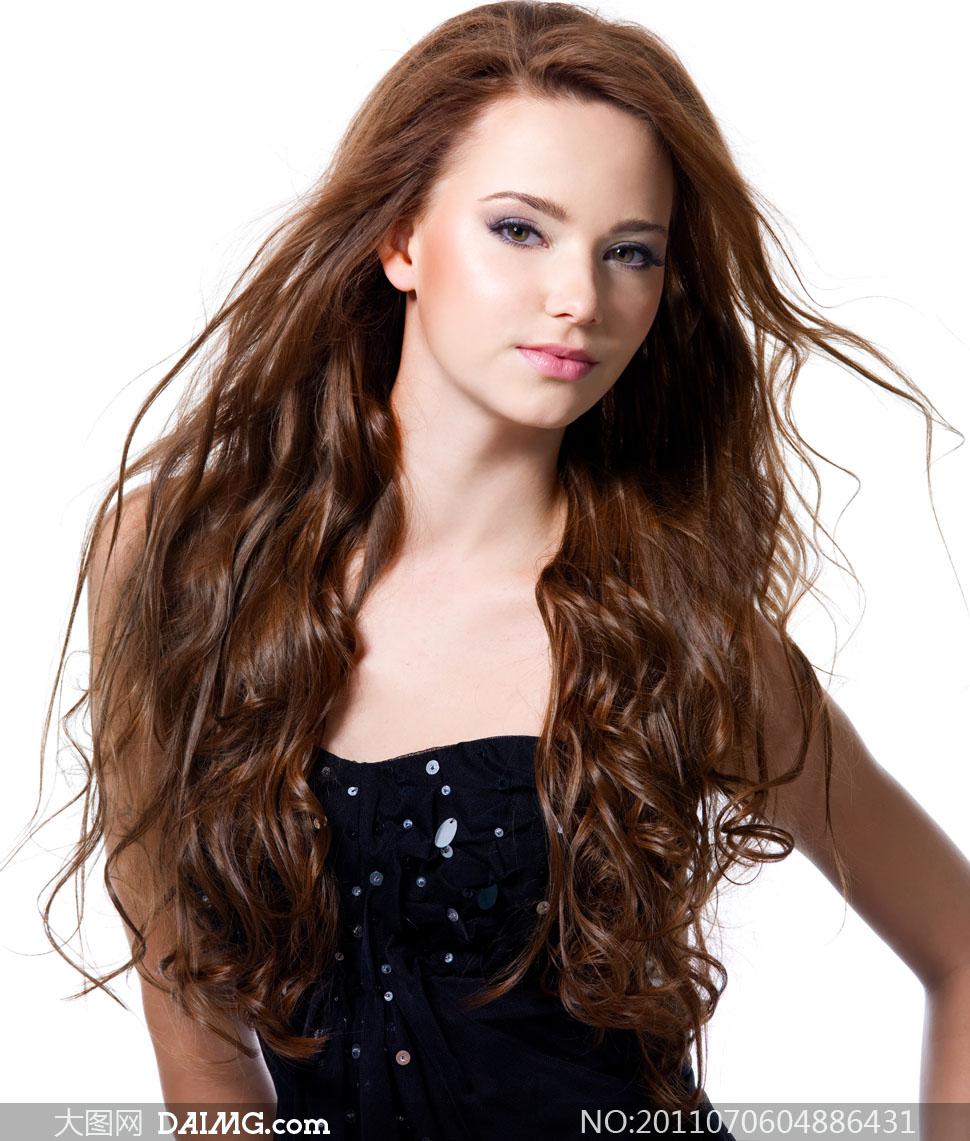 美女发型头发长发女人女性秀发正面国外外国美发卷发