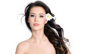 白色花朵与长发美女高清摄影图片