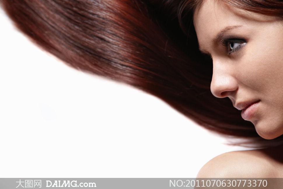 长发女人女性国外外国美发泛红侧面凝视柔顺顺滑光泽