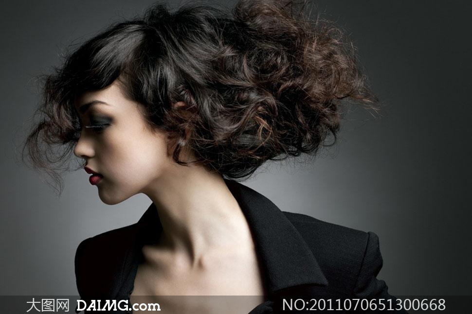 美女发型头发女人女性国外外国美发秀发卷发白皙黑色
