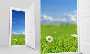 门外蓝天白云草地自然创意高清图片