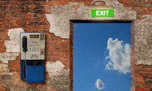 斑驳砖墙与电话机创意摄影高清图片