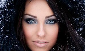 冬天羽绒服美女人物高清摄影图片