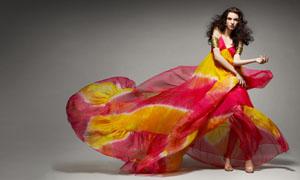 飘逸的红裙美女高清图片