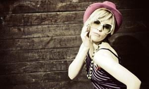 紫黑斜纹裙子美女高清摄影图片