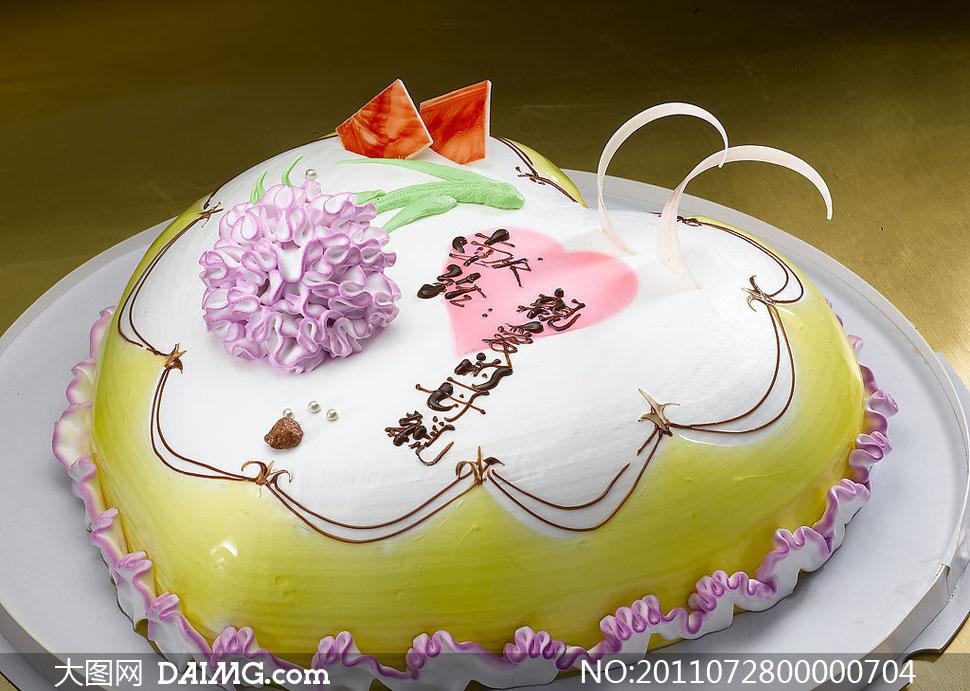 心形单层生日蛋糕摄影图片