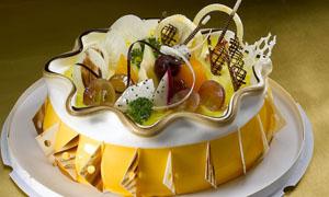 盘子形状生日蛋糕摄影图片