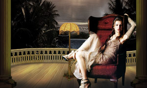 坐在沙发里的美女人物PSD分层素材