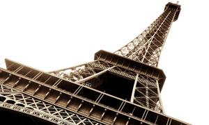 巴黎埃菲尔铁塔仰视角度摄影高清图片