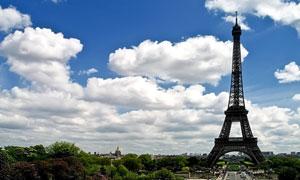 蓝天白云下的埃菲尔铁塔高清摄影图片