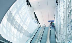 正在运行中的自动扶梯高清摄影图片