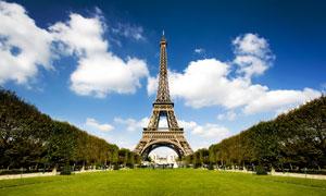 战神广场上的埃菲尔铁塔摄影高清图片