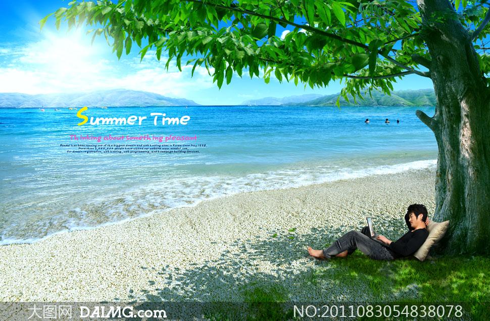 海滩边背靠大树的休闲人物psd分层素材
