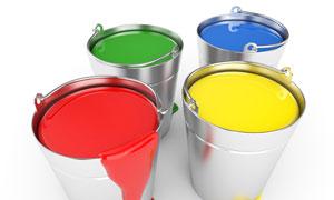 四个装着颜料的不锈钢桶高清摄影图片