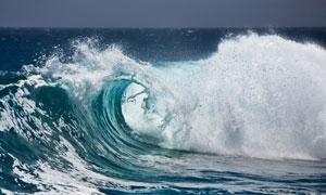 波涛汹涌的海浪高清摄影图片