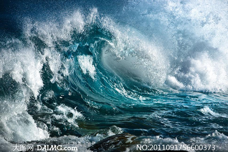 海面上的巨浪高清摄影图片