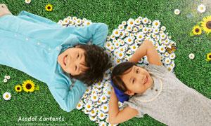 躺在草地上的两个小朋友PSD分层素材