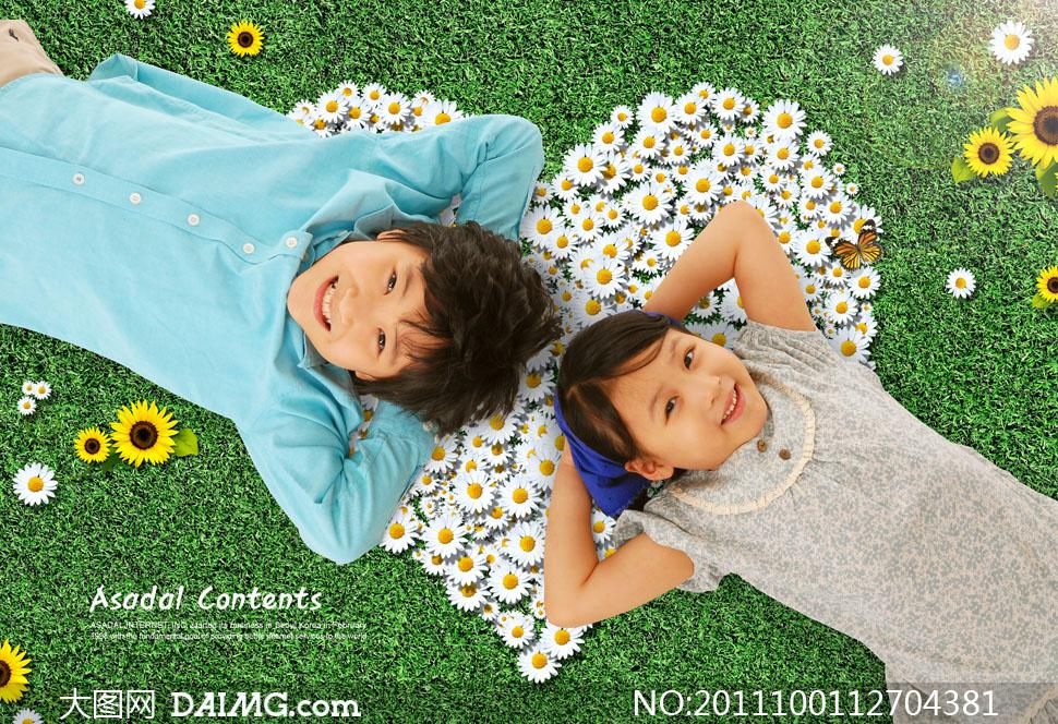 朋友小男孩小男生儿童小女孩小女生笑容微笑开心蓝色头巾心形花朵菊花