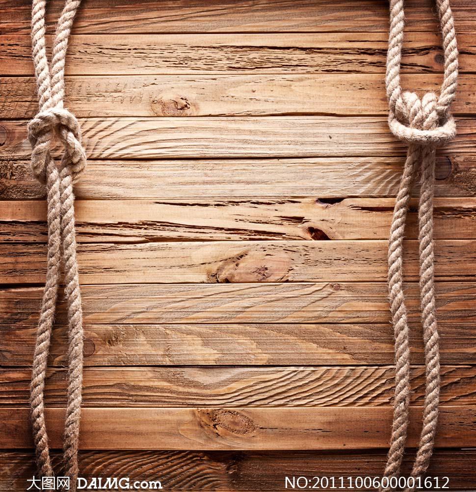 两边挂着绳子的木板