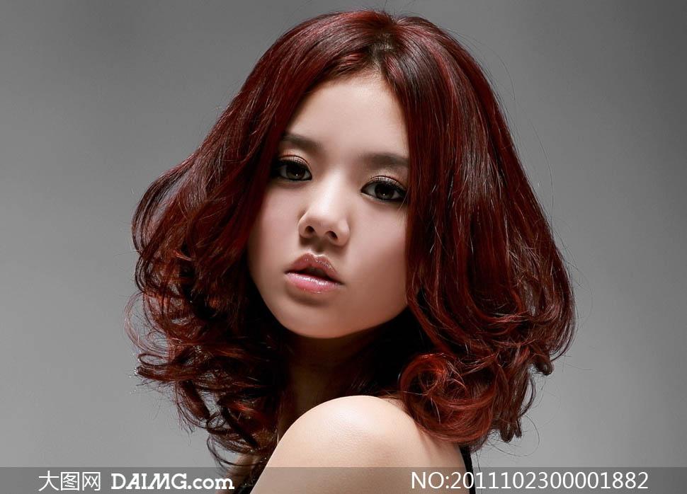 韩国梨花头发型摄影图片中图片侧分卷发长发大全图片