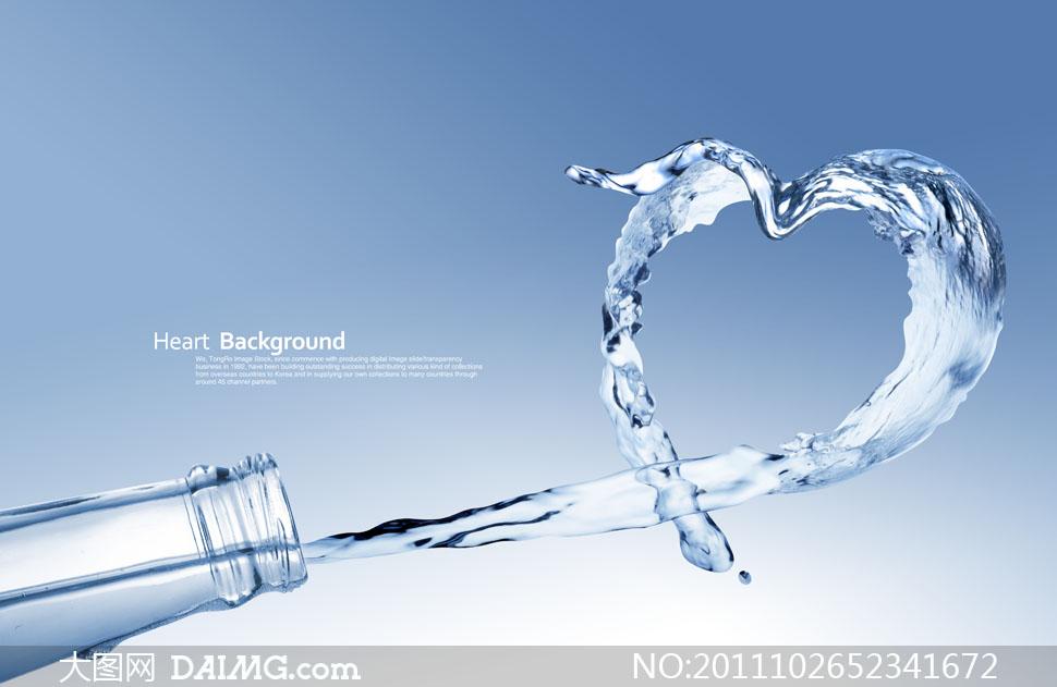 瓶子里喷射的心形水花创意设计PSD分层素材