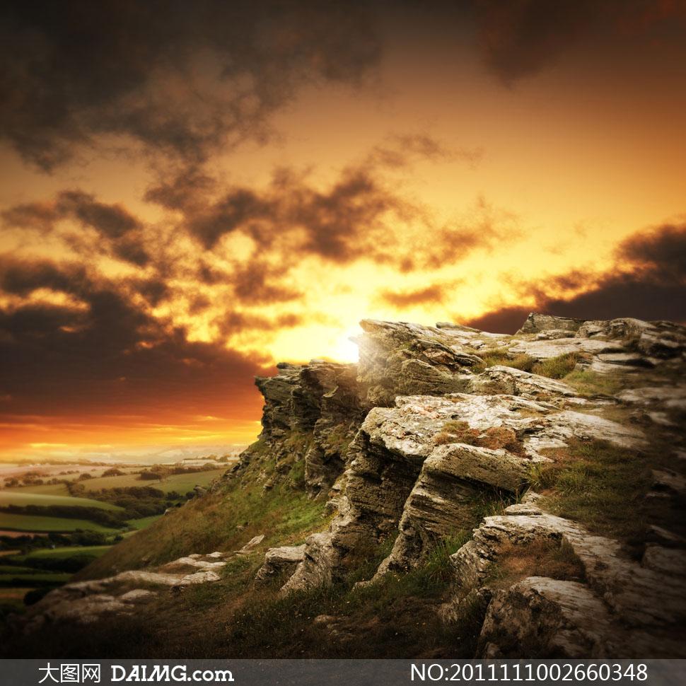 风景户外野外郊外乌云云层云彩多云黄昏傍晚夕阳落日晚霞石头山石岩石