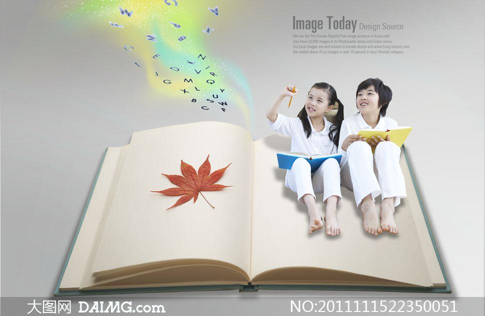 坐在打开的书本上的小朋友psd分层素材图片