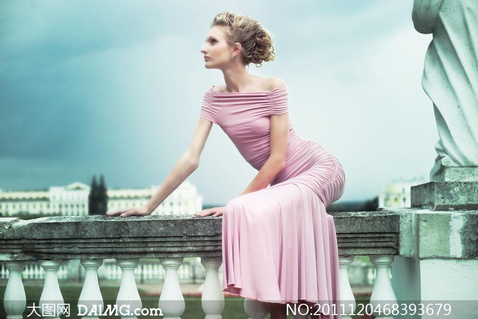 美女女人女性发型美发侧面粉色欧式古典复古怀旧雕塑