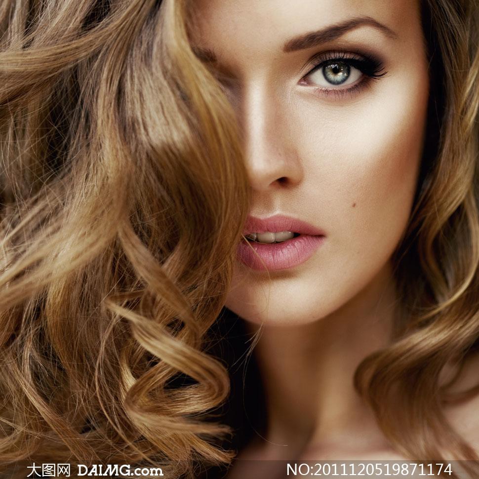 金色长发美女模特特写高清摄影图片