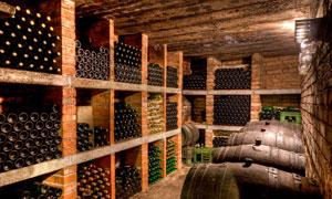 葡萄酒酒窖内景高清摄影图片