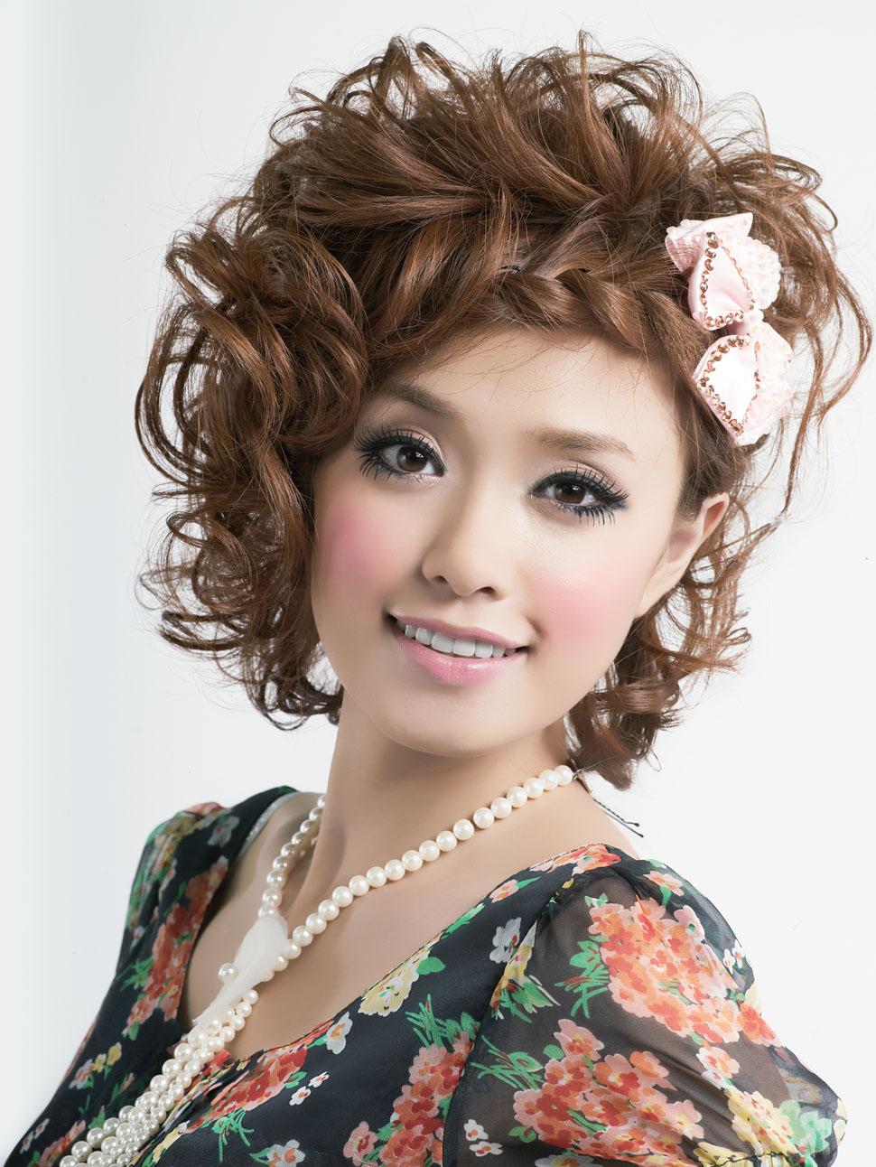 蝴蝶结头饰盘发造型美女高清摄影图片