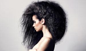 浓密乌黑长发美女人物侧面摄影高清图片