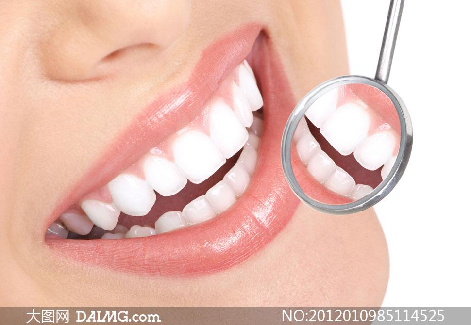 美女洁白牙齿与口腔镜高清摄影图片
