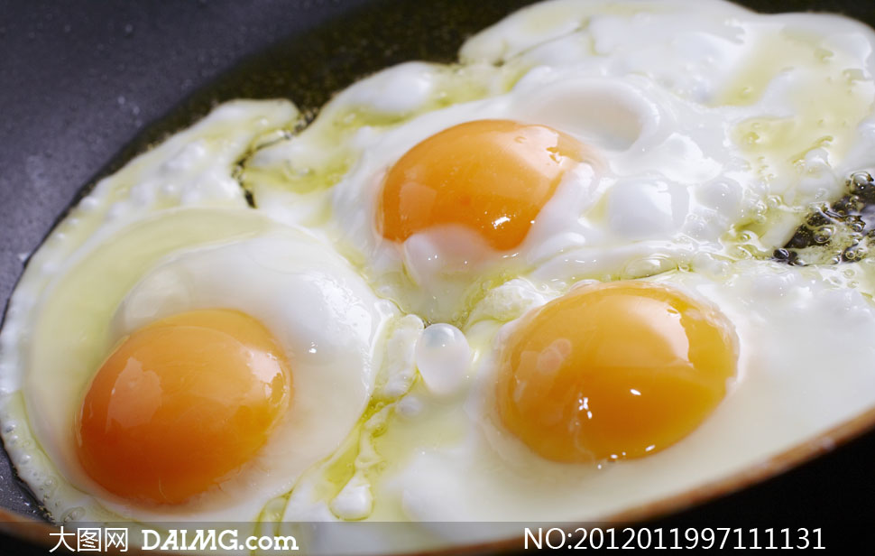 锅里的荷包蛋高清摄影图片
