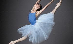 正在跳芭蕾舞的女人摄影图片