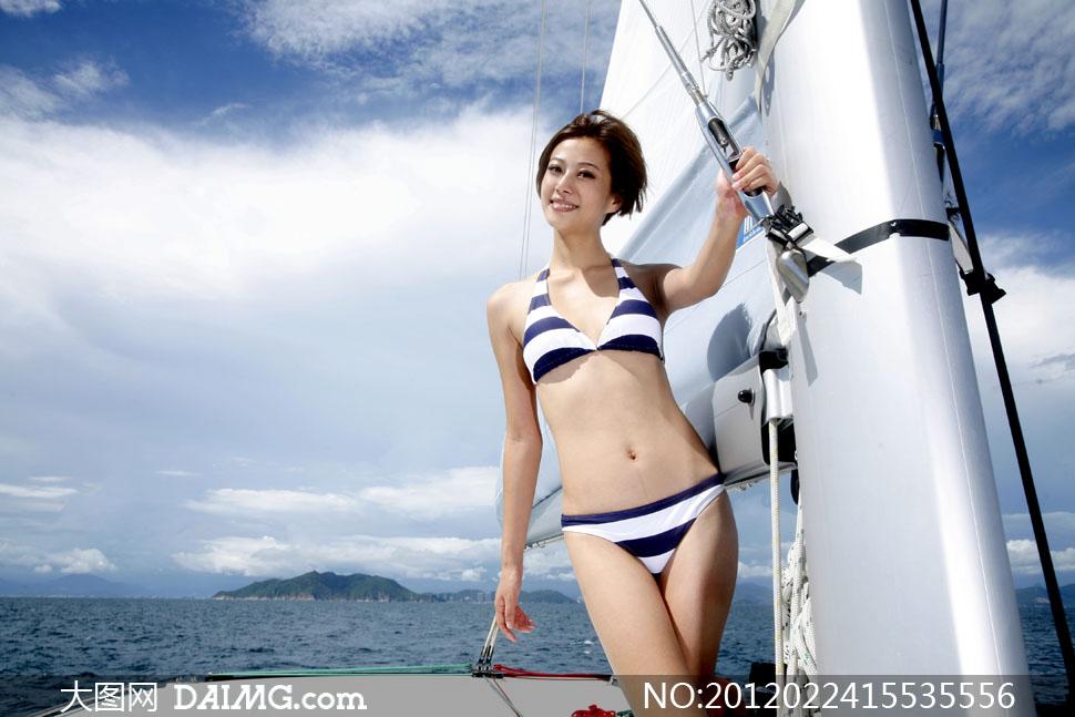 游艇上的比基尼美女人物高清摄影图片